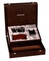 FUJI  X 100 Limited Edition mit Blitz und Ledertasche